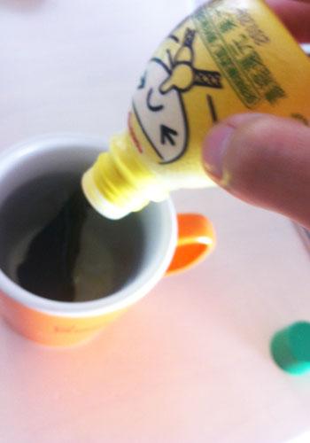 レモンを注ぐ